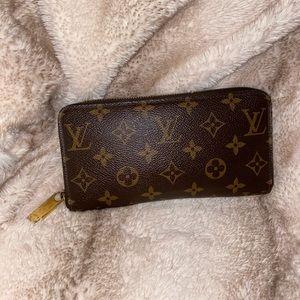 Louis Vuitton Monogram Zippy Zip Wallet
